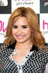 Celebrities Wonder 17535813_demi-lovato-signing-her-album_6.jpg