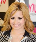 Celebrities Wonder 23279757_demi-lovato-signing-her-album_8.JPG