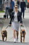 Celebrities Wonder 25875221_jessica-biel-dogs_3.jpg