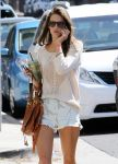 Celebrities Wonder 33873357_alessandra-ambrosio-short-shorts_5.jpg