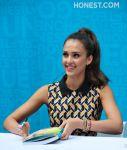 Celebrities Wonder 34780645_jessica-alba-book-signing_4.jpg