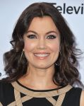 Celebrities Wonder 40331559_Disney-upfront-2013_Bellamy Young 2.jpg