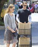 Celebrities Wonder 45622599_kate-sbosworth-Shopping-at-bristol-farms_4.JPG