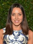 Celebrities Wonder 49096280_vogue-mac-dinner_Aubrey Plaza 2.jpg