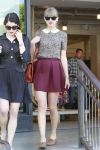 Celebrities Wonder 50169767_taylor-swift-shopping_2.jpg
