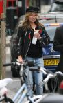 Celebrities Wonder 5066844_kate-moss-Hampstead_7.jpg