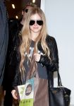 Celebrities Wonder 55171303_avril-lavigne-lax-airport_4.jpg