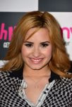 Celebrities Wonder 6262341_demi-lovato-signing-her-album_7.jpg