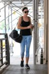 Celebrities Wonder 64374705_anne-hathaway-gym_2.jpg