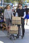 Celebrities Wonder 66716697_kate-sbosworth-Shopping-at-bristol-farms_2.JPG