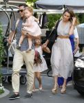 Celebrities Wonder 68461950_jessica-alba-Mothers-Day-Brunch_1.jpg