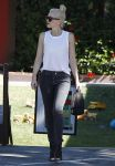 Celebrities Wonder 68669579_gwen-stefani-los-angeles_3.jpg