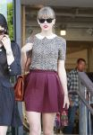 Celebrities Wonder 70573863_taylor-swift-shopping_5.jpg