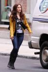 Celebrities Wonder 71843178_megan-fox-Teenage-Mutant-Ninja-Turtles-set_3.jpg