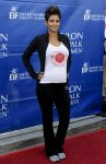 Celebrities Wonder 72189375_halle-berry-revlon-walk_1.jpg