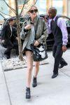Celebrities Wonder 73277105_ashlee-simpson-short-shorts_4.jpg