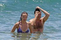 Celebrities Wonder 78363430_olivia-wilde-bikini_8.jpg