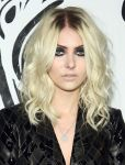 Celebrities Wonder 8708162_Versus-Versace-launch_Taylor Momsen 4.jpg