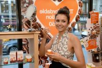 Celebrities Wonder 9195240_nina-dobrev-Launches-Origins-GinZing-Energy-Boosting-Moisturizer_8.jpg