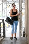 Celebrities Wonder 95554641_anne-hathaway-gym_1.jpg