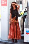 Celebrities Wonder 10834838_selena-gomez-gas-station_1.jpg