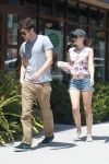 Celebrities Wonder 1949576_Leighton-Meester-and-Adam-Brody_3.jpg