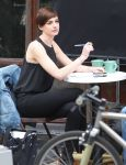 Celebrities Wonder 20268274_anne-hathaway-set-song-One_7.JPG