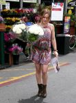 Celebrities Wonder 20831573_hilary-duff-pretty-dress_2.jpg