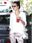 Celebrities Wonder 34575619_alessandra-ambrosio-Shopping-Los-Angeles_4.jpg