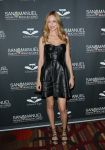 Celebrities Wonder 37139532_heather-graham-Celebrity-Charity-Poker-Tournament_2.jpg
