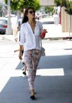 Celebrities Wonder 37356297_alessandra-ambrosio-Shopping-Los-Angeles_1.JPG