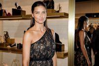 Celebrities Wonder 57207890_adriana-lima-VC-Signature-Flagship-Store-Opening_6.jpg