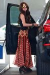 Celebrities Wonder 57700727_selena-gomez-gas-station_3.jpg