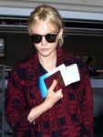 Celebrities Wonder 58733951_carey-mulligan-At-LAX-Airport_5.jpg