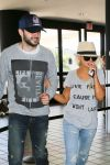 Celebrities Wonder 73011756_christina-aguilera-lax-airport_5.jpg