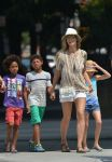 Celebrities Wonder 80090736_heidi-klum-with-her-children_6.jpg