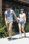Celebrities Wonder 80836447_Leighton-Meester-and-Adam-Brody_4.jpg
