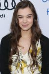 Celebrities Wonder 84052355_First-Annual-Children-Mending-Hearts-Style-Sunday_Hailee Steinfeld 2.jpg