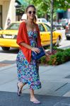 Celebrities Wonder 85331197_jessica-alba-street-style_2.jpg