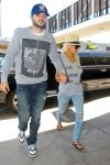 Celebrities Wonder 87488320_christina-aguilera-lax-airport_3.jpg