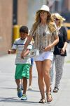 Celebrities Wonder 88331758_heidi-klum-with-her-children_2.jpg