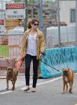 Celebrities Wonder 91799639_jessica-biel-walking-her-dogs_3.jpg