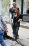 Celebrities Wonder 92691172_Victoria-david-beckham-shopping_1.jpg