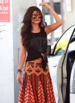 Celebrities Wonder 98781230_selena-gomez-gas-station_4.jpg