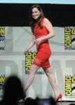 Celebrities Wonder 10079866_emilia-clarke-game-of-thrones-comic-con_3.jpg