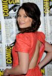 Celebrities Wonder 13040771_Once-Upon-a-Time-panel-during-2013-Comic-Con_Emilie de Ravin 3.JPG