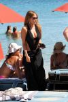Celebrities Wonder 13507440_sofia-vergara-swimsuit_4.5.jpg