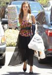 Celebrities Wonder 17119767_jessica-alba-shopping_1.JPG