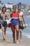 Celebrities Wonder 26682856_Paris-Hilton-and-Christina-Milian-beach_1.jpg