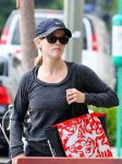 Celebrities Wonder 28058290_reese-witherspoon-gym_5.jpg